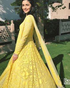 Alia Bhatt Attending Her Best Friend Kripa Mehendi Ceremony