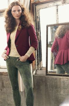 Great outfit with all the fun fall trends: pattern jeans, lace and burgundy!