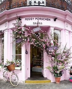 """(@living_europe) """"Pink spot ~ London, United Kingdom Photo: @a_ontheroad"""
