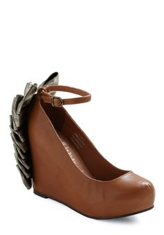 Even though I have no idea what I'd wear these with or if I could pull them off, I <3 these wedges!