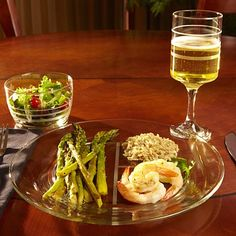 Clear glass dinnerware has frosted lines to measuring serving sizes discreetly. Portioning is elegant and easy. 3-piece portion-control place setting eliminates the need for measuring cups and food scales.
