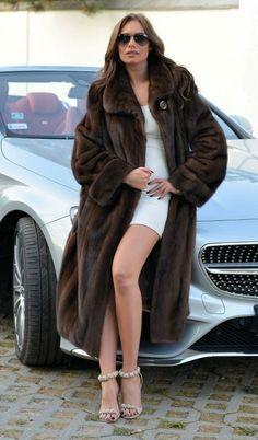Long Fur Coat, Fur Coats, Fur Fashion, Womens Fashion, Mink Fur, Furs, Style Guides, Sexy Women, Fashion Guide