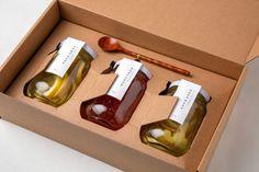 Honey Packaging, Fruit Packaging, Food Packaging Design, Bottle Packaging, Packaging Design Inspiration, Jar Design, Bottle Design, Best Gift Baskets, 3d Laser