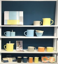 Showing some of the many colour combos possible. Mid Century Design, Contemporary Interior, Color Combos, Home Accessories, Things To Think About, Colour, Tableware, Color, Colour Schemes