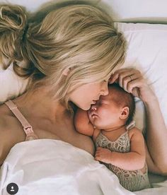 Unique Baby Girl Names 2016 - Name Baby Girl - Ideas of Name Baby Girl - Love this adorable mama newborn baby photo Mama Baby, Mom And Baby, Baby Love, Mother And Baby, Baby Kids, Birth Pictures, Newborn Pictures, Mommy And Baby Pictures, Newborn Pics