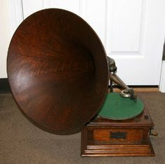 Antique Oak Victorian Phonograph-Extremely Rare -P-NR-  	      	                  Fully Restored Early Oak Horn Victor Phonograph ==