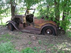 Cars in fields / bars / junkyards Post em Up - Page 917 - Yellow Bullet Forums Abandoned Cars, Abandoned Places, Abandoned Vehicles, Car Furniture, Furniture Design, Automotive Furniture, Automotive Decor, Car Parts Decor, Man Cave Room