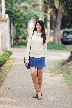 Look do dia: Saia jeans e bota | Just Lia http://www.justlia.com.br/2015/09/look-do-dia-saia-jeans-e-bota/