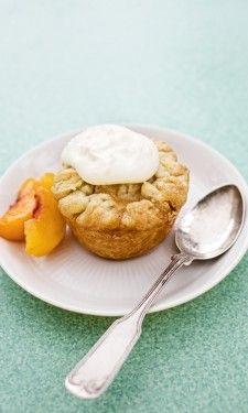 Fresh Texas Peach Tiny Pie: Peaches, lemon juice, white sugar, nutmeg, cinnamon, and tapioca.