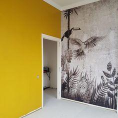 """Villa Auwina in Wildervank on Instagram: """"In the jungle the mighty jungle 🍂👶🏼 . . #wildervank #veendam #groningen #behang #fotobehang #verf #okergeel #geel #goud #warm #jungle…"""" The Mighty Jungle, Villa, Warm, Floral, Painting, Instagram, Bedroom, Yellow, Decoration"""