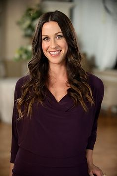 ALANIS MORISSETTE very beautiful woman, she is beautiful even more without makeup. Very natural :D