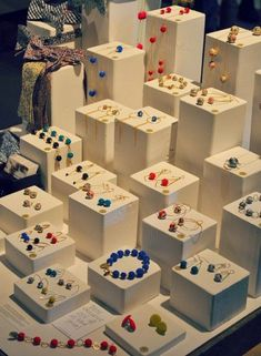 A carefully curated gallery of creative jewelry display ideas you can use for your home, store or window displays or even for photography purposes. Craft Fair Displays, Market Displays, Store Displays, Retail Displays, Jewellery Storage, Jewelry Organization, Jewellery Displays, Retail Jewelry Display, Stall Display