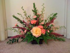 The fan flower arrangement is designed like its namesake. Fan-shaped floral arrangements generally consist of a line of flowers with long, straight stems, such as delphiniums and gladiolus. Types Of Flower Arrangement, Church Flower Arrangements, Silk Floral Arrangements, Floral Centerpieces, Table Arrangements, Long Stem Flowers, Silk Flowers, Floral Design Classes, Send Flowers Online