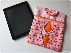 Darf ich vorstellen? Tablet-/eReaderhülle nach unserem eBook Sophie. Und das beste: Der Schnitt ist für dein Tablet bzw. deinen eReader anpassbar - Das Schnittmuster mit Nähanleitung gibt es hier: modage.dawanda.de