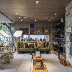 A dupla Gil Cioni e Olegário Sá criou a Casa da Árvore, que funciona como uma cabana de praia ou montanha construída 100% de materiais sustentáveis.