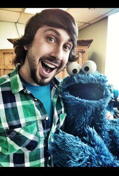 Avi Kaplan and Cookie Monster. man.. i wish i was there to meet 'em both ♡ Pentatonix
