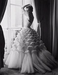 Christian Dior, 1950s.   Mesmerising structure created in this beautifully crafted dress. Dior shaped fashion post WWII.