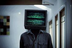 Procurando coisas na TV para ver e nada me agrada.