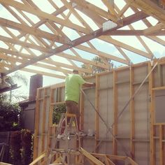 Trusses and frame for the extension on North Shore Sydney where the weather has been a challenge. #sydney #frame #trusses #sydneybuilder #extension #homerenovations www.buildingworksaust.com.au @buildingworksau #newsbuildingworksaust
