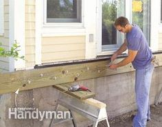 Build a No-Rot, No-Maintenance Deck set the ledger Low Deck, Easy Deck, Deck Building Plans, Deck Framing, Deck Posts, Deck Landscaping, Composite Decking, Decks And Porches, Patio Design