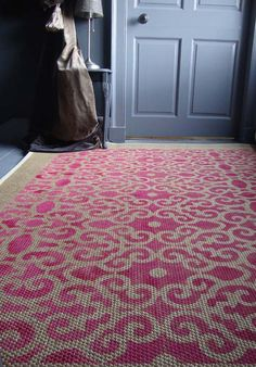 A stencilled sisal floor it is a great way to introduce an accent colour and pattern to a room. See how to create one.