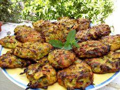 Για σήμερα έχουμε κολοκυθοκεφτέδες στο φούρνο πολύ ελαφροί με τυράκι και πολλά μυρωδικά.. Greek Recipes, Vegan Recipes, Cooking Recipes, Greek Cooking, Fritters, Tandoori Chicken, Zucchini, Grilling, Salad