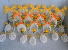Easter is coming! Have you started to make some Easter decorations for your home? Easter Toys, Easter Crafts, Easter Egg Basket, Crochet Elephant, Diy Ostern, Boyfriend Crafts, Egg Art, Valentine's Day Diy, Valentines Diy