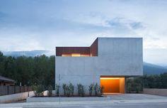 Casa Mossegada by Arnau Estudi d'Arquitectura (Sant Feliu de Pallerols, Catalunya, Spain) #architecture