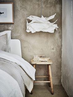 ASKVOLL sängstomme är inspirerad av japansk design, KRUSNING lampskärm, NATTLJUS påslakan, KARIT överkast.