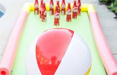 Do it Yourself Outdoor Party Games {The BEST Backyard Entertainment DIY Projects} : DIY Projects - Outdoor Games - DIY Bowling Game with Coke Bottles a yoga mat - pool noodle bumpers and a beach ball - fun Tutorial via The Polka Dot Chair Pool Party Games, Pool Party Kids, Outdoor Party Games, Kid Pool, Party Games For Toddlers, Pool Party Activities, Pool Noodle Games, Swimming Party Ideas, Outdoor Activities