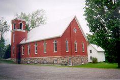 <p>L'église a été construite en 1900-1901. L'église Unie du Canada est une dénomination créée en 1921 avec la fusion de quatre congrégations protestantes : méthodistes, congrégationalistes, presbytériens et église Unie.</p>