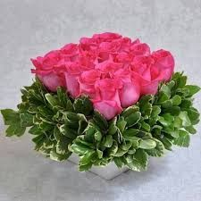 Resultado de imagem para simple flower arrangements with roses #arreglosfloralesparamesa