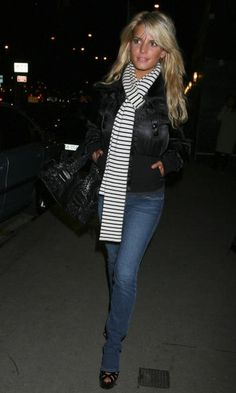 Jessica Simpson simple but cute casual winter outfit