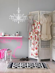 Biombos! Adoro! White room divider for dressing area