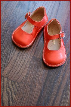awww cute picture but good idea for girls uniform shoes, i like that they have built in arch support