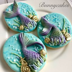 Made these stunning Mermaid tail themed custom cookies for my neighbor Terry Robinson daughter Victoria's Birthday yesterday! Hope you had a lot of fun with your friends & family! Mermaid Party Food, Mermaid Theme Birthday, Little Mermaid Parties, 21st Birthday, Summer Cookies, Fancy Cookies, Custom Cookies, Mermaid Cake Pops, Mermaid Cookies