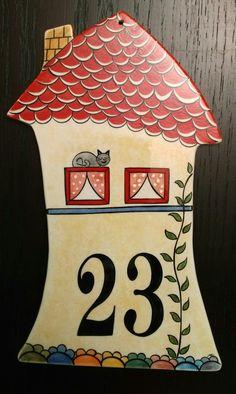 MK ÇİNİ - dekoratif kapı numarası Ceramic Houses, Ceramic Clay, Ceramic Pottery, Ceramic House Numbers, Diy Rustic Decor, Tile Art, Little Houses, Clay Creations, Paint Designs