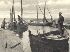 """""""Stehengebliebene Zeit"""": Fischer am Achterwasserhafen von Loddin auf Usedom."""