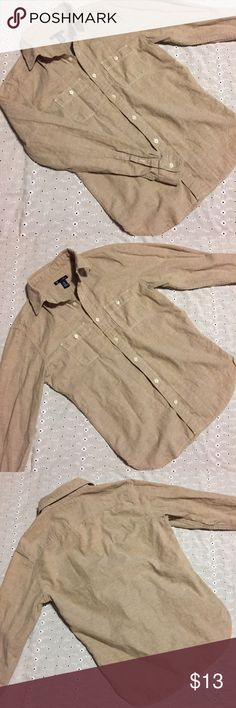 """Gap Tan Flax Slim Fit Button Down Top! Perfect condition tan colored cotton and flax Button Down Top from Gap! Slim fit, size extra small! Armpit to armpit measurement is 20 inches! Sleeve length is 23""""! GAP Tops Button Down Shirts"""