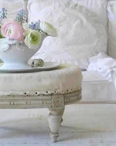 THINK ABOUT THIS FOR THE ROUND LR COFFEE TABLE A BIG TUFFET CUSHION ON TOP THAT COULD BE REMOVED