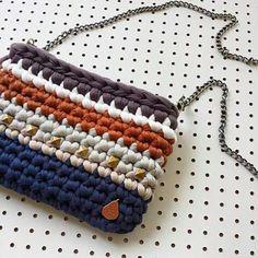 Crochet Teddy, Love Crochet, Crochet Yarn, Crochet Clutch, Crochet Purses, Crochet Symbols, Crochet Patterns, Crochet T Shirts, Boho Bags