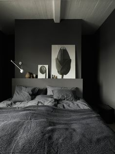 Peek Inside a Modern Apartment with a Stylish Retro Vibe - Nordic Design Decor Room, Bedroom Decor, Black Bedroom Design, Rustic Apartment, Style Deco, Small Apartment Decorating, Elle Decor, Furniture Design, House Design