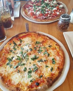 I need to head back to Geneva so I can eat this pizza again  #pizza #geneva #illinois #midwest #town #lunch #tb #lastweekend #cottoalegna #fourcheeses #instadaily #instapic #instagood  #instafood #foodgram #italian #igersoftheday #nofilter #foodporn #pizzatime #instamood #instafood by the.lovelybones - more recipes at www.tomcooks.com