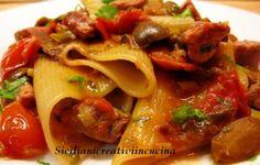 Pasta al tonno fresco con capperi e pomodorini