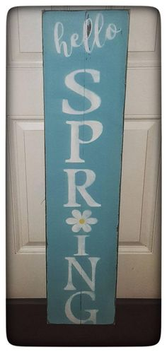 Diy Wood Signs, Painted Wood Signs, Rustic Signs, Painted Boards, Spring Pallet Ideas, Welcome Wood Sign, Spring Crafts, Spring Projects, Holiday Crafts