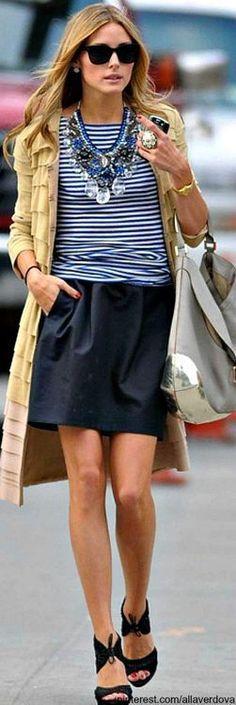 Marinho com bege + listras - tudo de bom! Para copiar o ano todo! Receita de estilo para toda mulher, de todo estilo, tipo físico e idade! Quem não usa minissaia, substitua por saia midi, lápis ou calça. Pantalona marinho fica chic demais nesse look. Não esqueçam dos acessórios! Vejam como o maxi colar deu um UP na produção! Tem seleção com lindas blusas listradas aqui - http://buyerandbrand.com.br/mododeusarmoda/?bi=2qwdKUG