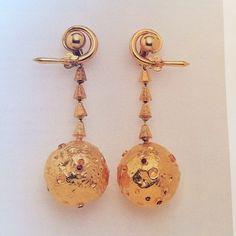 Los aros de oro y rubí de Jackie O, como se la llamó después, denominados 'Moon' por su creador, Ilias Lalaounis, circa 1969. Un regalo de Onassis, para conmemorar, el primer alunizaje del hombre en 1969.