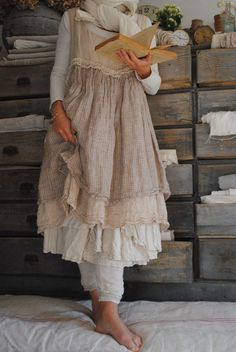Oh, this is so ME!!!  I wonder if I could modify a linen summer dress I have to look like this....!!