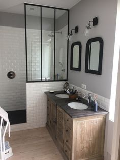 Chic retro bathroom, faience metro and canopy - sallebain Retro Bathrooms, Chic Bathrooms, Modern Bathroom, Small Bathroom, Master Bathroom, Bathroom Ideas, Bathroom Vintage, Neutral Bathroom, Boho Bathroom