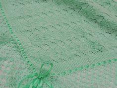 Olá meus queridos, mais uma mantinha pra bebê, agora em tricô. Ponto pegada de urso. Utilizei 4 novelos de lã super bebê soft agulha d... Baby Blanket Crochet, Crochet Baby, Crochet Bikini, Diy Manta, Manta Crochet, Knitted Blankets, Baby Knitting, Diy And Crafts, Patterns